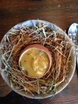 アヒルの卵とマッシュルーム、バター---濃厚な味、このプレゼンは可愛い